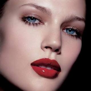 maquillaje-labios-rojo-vivo-color-sexi-atrevido_3_1094150